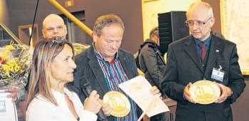 """Das Logo """"Regionale Eßkultur"""" erhielt der Erlebnisbauernhof Kliewe, Das """"Gastmahl des Meeres"""" sowie die Gastronomie von Kutter- und Küstenfisch. Der Erlebnisbauernhof Kliewe wurde zudem für Schlachtgeflügel, Konserven im Glas und Dauerwurst als """"Original Rügen Produkt"""" ausgezeichnet."""