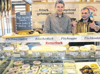 """Kutter- und Küstenfisch Sassnitz erhielt die Zertifizierung """" Original Rügen Produkt"""" für hausgemachte Salate, Marinaden, Suppen und Aal inAspik."""